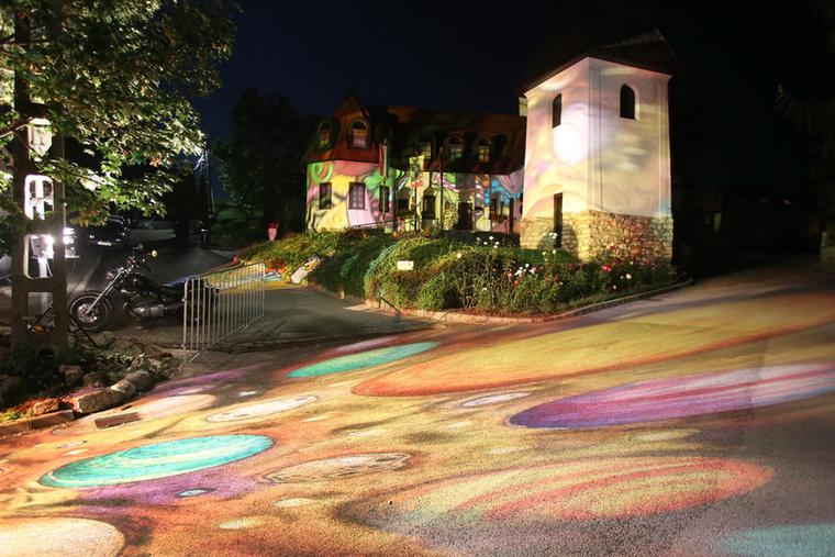 A falu fényfestéssel sem lesz nagyobb, de szebb igen