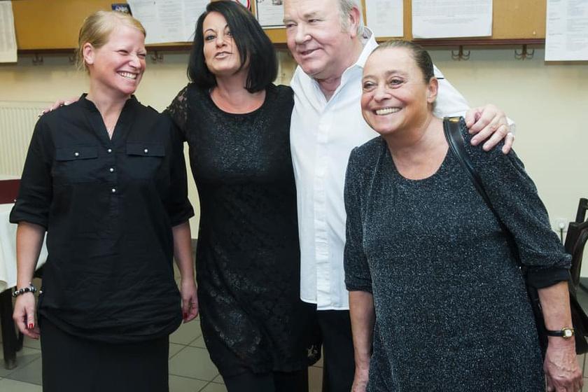Gálvölgyi János és családja: Dorka, nővére, Eszter, valamint a színész felesége, Judit.
