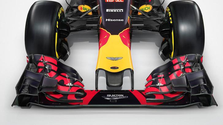 Az Aston logója a Red Bull Forma-1-es autójának orrán