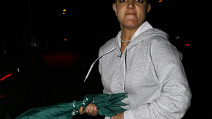 Fizetne 13 millió forintot Britney Spears ikonikus esernyőjéért?