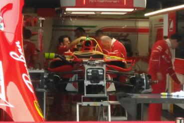 A kibelezett Ferrari, ritkán látni ezeket a csöveket az F1-kocsikon