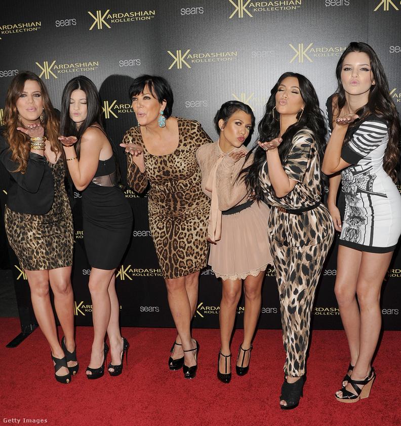 3.A Kardashian-klánról szóló reality első részét aznap mutatták be, amikor O.J