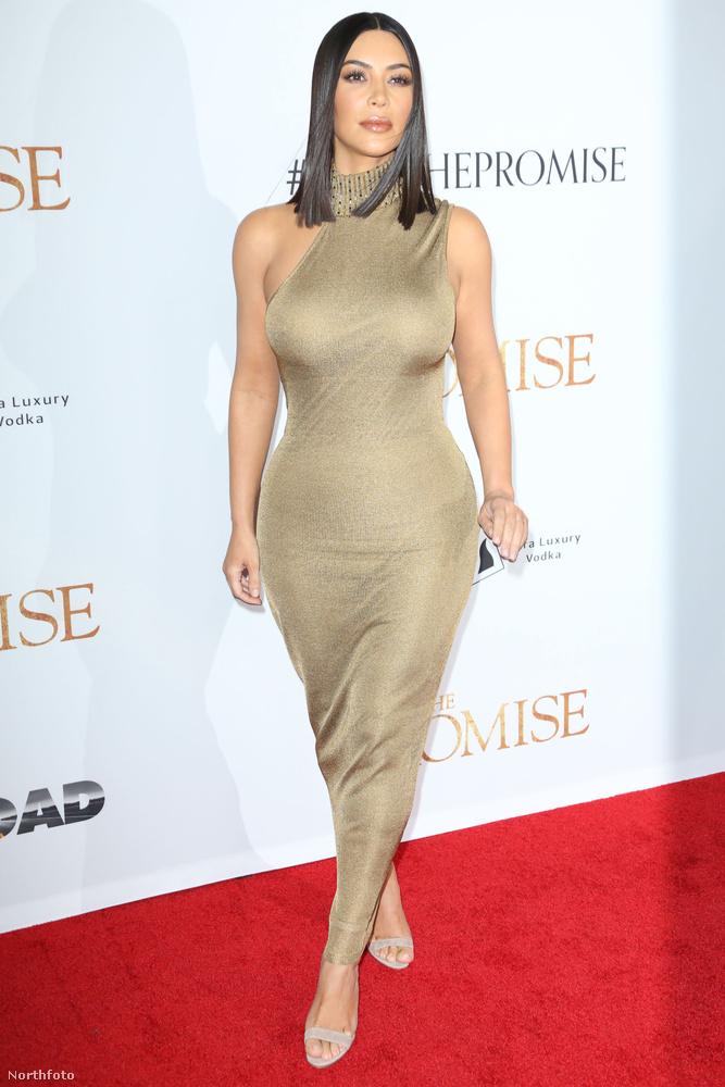10.Kim Kardashian 21 volt, amikor meghalt az apja, azóta pedig számtalanszor próbált meg kapcsolatba léni vele különböző médiumokon keresztül