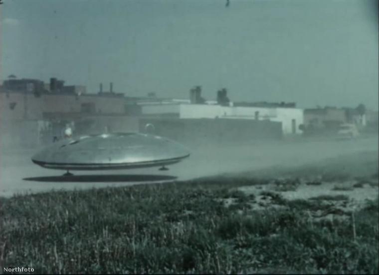 Viszonylag jól haladt a dolog, mert 1960 június 1 és 1961 június 14 között több próbarepülést is végrehajtottak ilyen földi UFO-val.