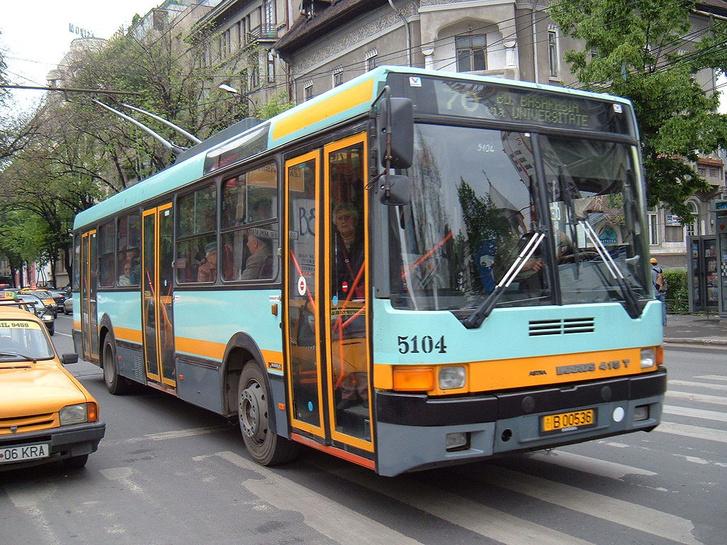 A trolibuszokat lecserélik. Az RATB 1997 és 2002 között 200 darab Ikarus 415T-t vásárolt. Két éven belül az összes magyar trolit kidobnák