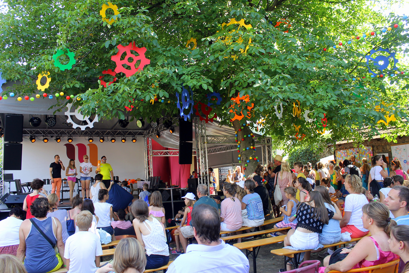 68409cb20e1b 3 nap alatt 60 ezren érkeztek Kapolcsra: rekordokat döntött a magyar  község. Idén is kihagynád a Művészetek Völgyét?