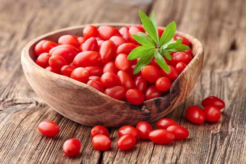 A gojibogyó eredete, bár Kínában régóta használják, máig tisztázatlan, de annyi biztos, hogy kitűnő A- és C-vitamin-forrás, antioxidáns béta-karotint tartalmaz nagy mennyiségben, emellett emésztésjavító, béltisztító rostokban is gazdag.
