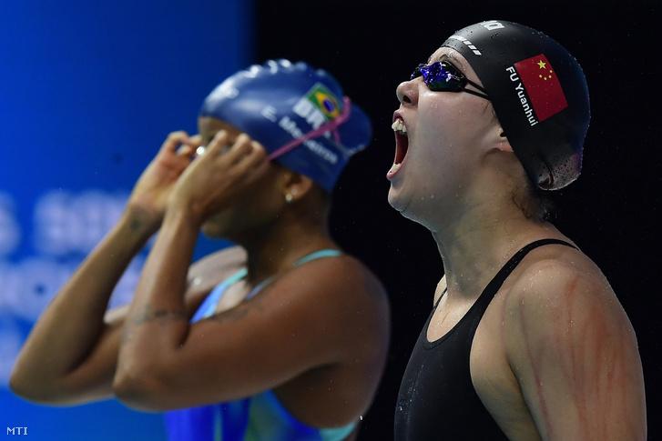 Fu Jüan-huj a női 50 méteres hátúszás döntője előtt a vizes világbajnokságon a Duna Arénában 2017. július 27-én.
