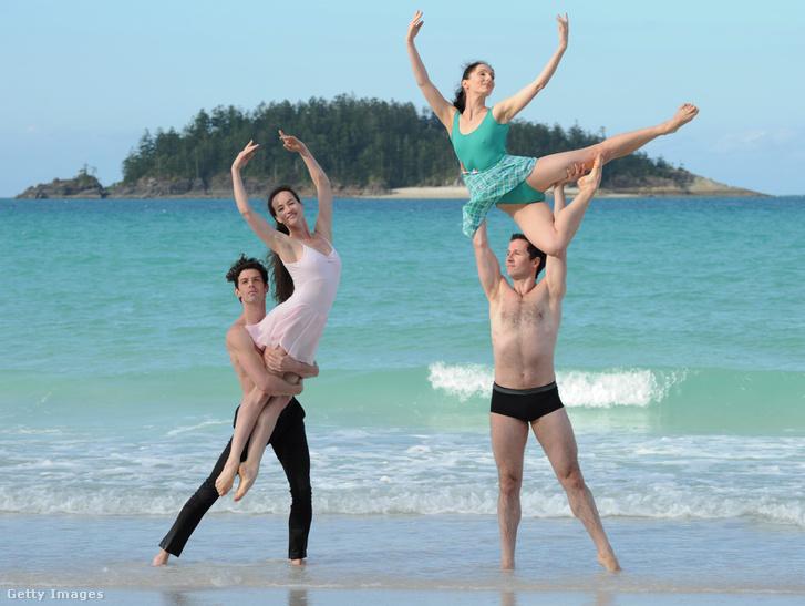 Ausztrál balett táncosok a parton próbálnak