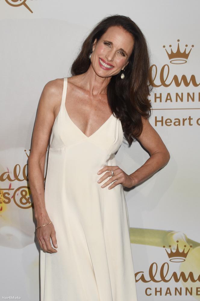 A színésznő a Hallmark tévécsatorna nyári sajtóútjának Los Angelesi eseményén jelent meg, így