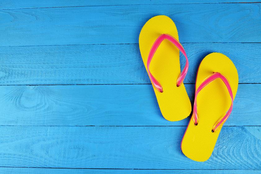 A flip-flop papucs viselése kutatások szerint is anatómia elváltozást okoz. Járás közben görcsösen erőlködik a test, hogy a lábon tartsa a papucsot.