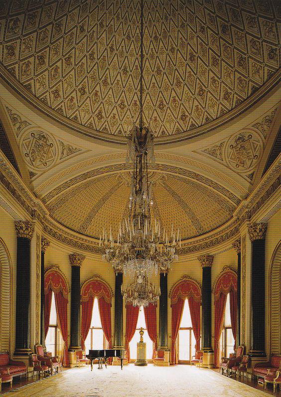 A Buckingham-palota zeneszobája, ahol a királyi család újszülöttjeit megkeresztelik.