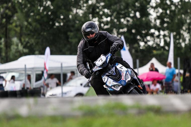 A Scooter Apex a mezőny legfiatalabb motorjával: 2015-ben nullkilométeresen fogták be versenyzésre a kínai-magyar Motowellt