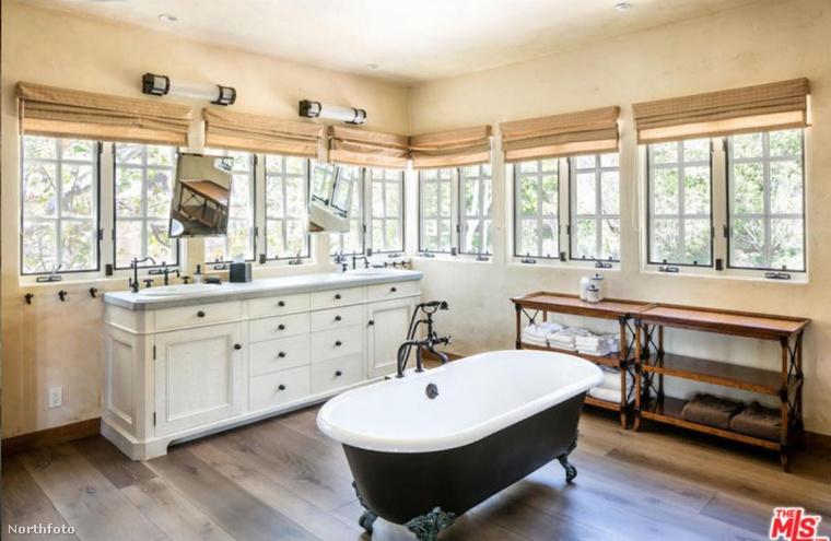 A koszos ember ebben a fürdőszobában mosakodhat kedvére