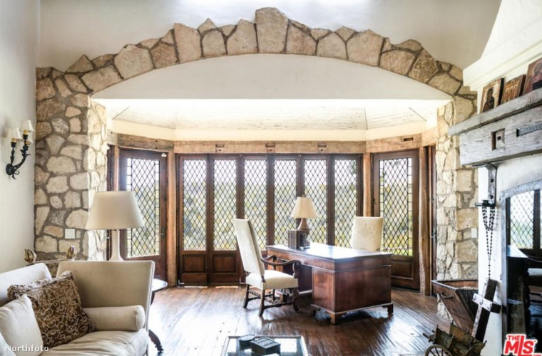 A fa, kő és vas anyagok dominálnak, ami nem biztos, hogy mindenki lenyűgöz, aki egy meleg otthont szeretne magának