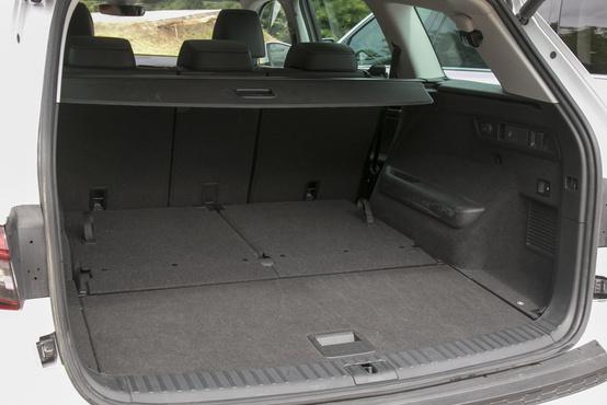 720 liter, a két plusz ülést kihajtva 270 a Škoda kapacitása. A hétüléses maximuma 2005 liter