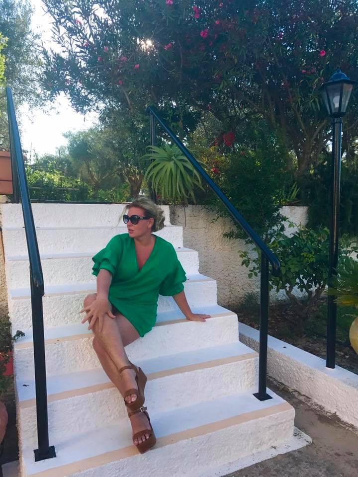 Benetton-zöldnek hívják a színt, ami a kommentelők szerint remekül áll Liptai Claudiának.