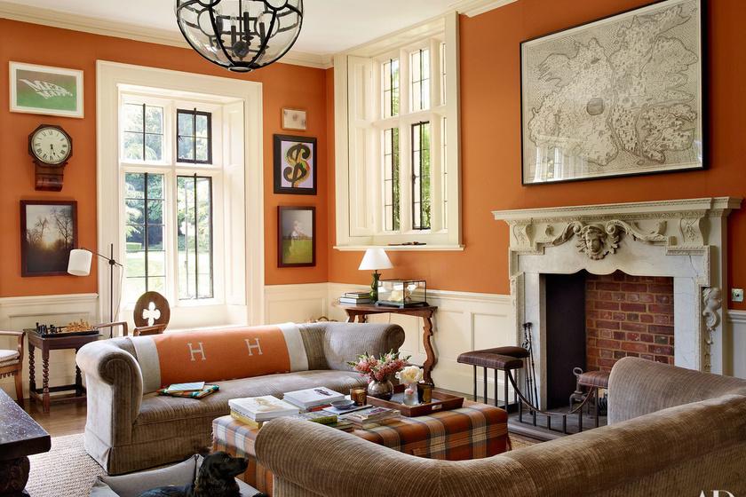 Így néz ki Claudia Schiffer nappalija. A falakon Andy Warhol és Ed Ruscha képei lógnak.