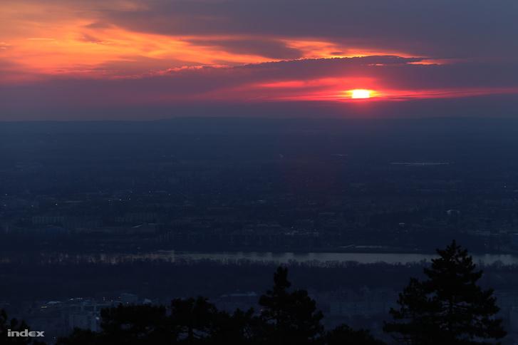 Napfelkelte a Hármashatár-hegyen