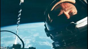 Eladó a világ első űrszelfije