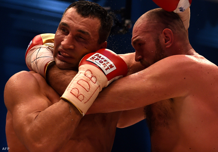 2015. november 28-én Tyson Fury elvette Klicsko világbajnoki öveit