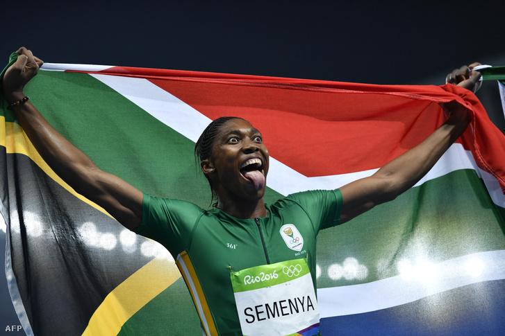 Caster Semenya ünnepli győzelmét 800 méteren Rióban, 2016. augusztus 20-án