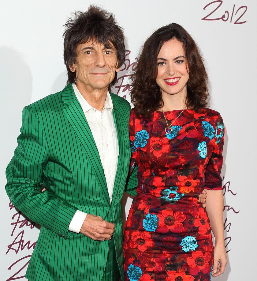 Ronnie Wood 2012-ben vette feleségül a nála 31 évvel fiatalabb Sally Humphreys-t, aki négy évvel később ikreknek adott életet.