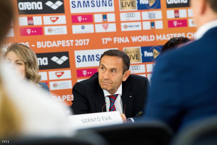 Gyárfás Tamás a 17. FINA Masters Szervező Bizottságának tagja a versenyről tartott budapesti sajtótájékoztatón 2017. augusztus 4-én.
