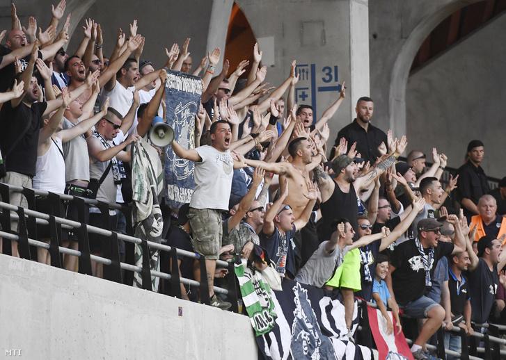 Francia szurkolók a labdarúgó Európa Liga-selejtező harmadik fordulójában játszott Videoton FC - Girondins Bordeaux visszavágó mérkőzésen a felcsúti Pancho Arénában 2017. augusztus 3-án.