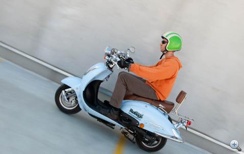 Végsebessége 64 km/h. Nem éri el gyorsan, de cserébe gond nélkül tartja