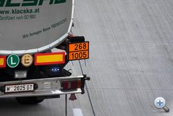 Még a veszélyes anyagra utaló táblát is lecserélték a gázolajéról az ammóniáéra
