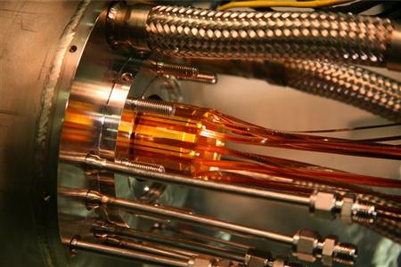 Ezeknél az elektródáknál randevúztak a pozitronok az antiprotonokkal (kép: CERN/ALPHA)