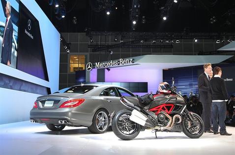 Mercedes-Benz-19111010219326261600x1060