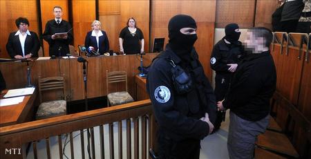 Tizenkilenc év fegyházra ítélte a Pest Megyei Bíróság első fokon a kiskunlacházi gyermekgyilkosság vádlottját, P. Józsefet (Fotó: Koszticsák Szilárd)