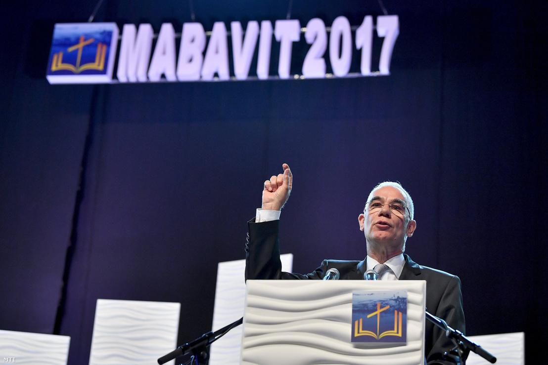 Balog Zoltán az emberi erőforrások minisztere beszédet mond a magyar baptisták 4. világtalálkozójának záró istentiszteletén Debrecenben a debreceni Főnix Csarnokban 2017. augusztus 6-án.