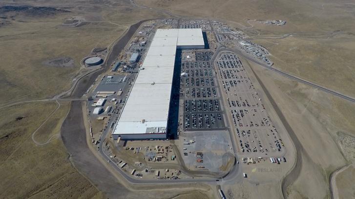 A Tesla óriási akkumulátorgyára, a Gigafactory