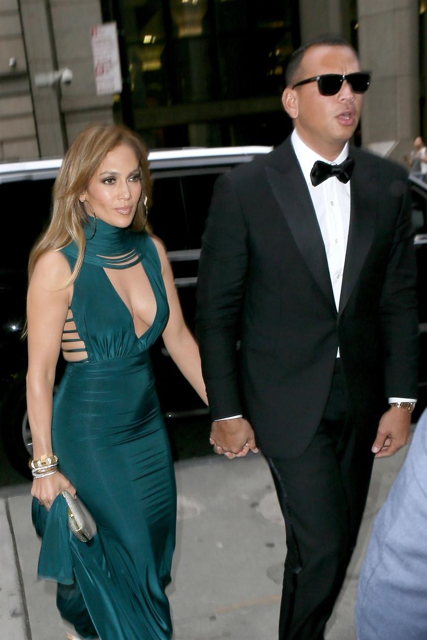 Jennifer Lopez még a menyasszonynál is szebb volt - nem csoda, hogy az egykori baseballsztár így odavan érte.