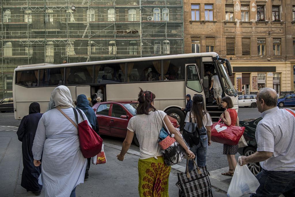 A menekültek között van, aki már több mint tíz éve él Magyarországon, más az utóbbi évek menekülthullámával érkezett. Egy azonban közös bennük: mindannyian megkapták a menekülti vagy az oltalmazotti státuszt, azaz a magyar állam elismerte: a hazájukban veszélynek, üldöztetésnek lennének kitéve.