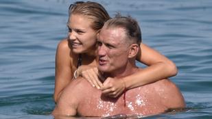 Dolph Lundgren modellkedő lányával strandolt