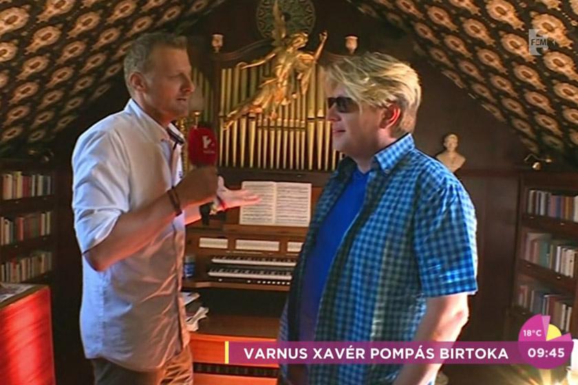 Varnus Xavér Balaton-felvidéki villájában központi helyen helyezkedik el az orgonája.
