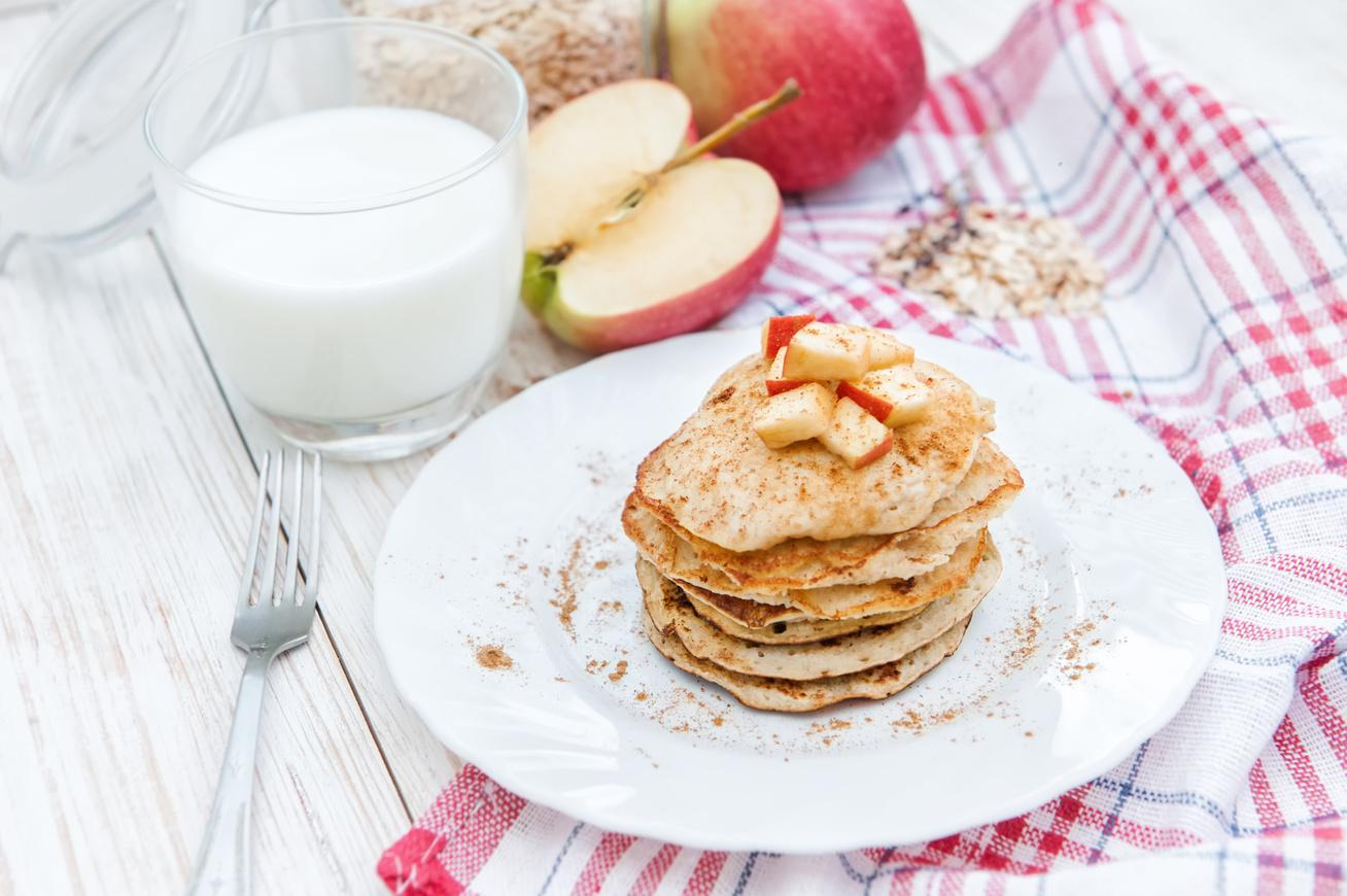 Almás-fahéjas zabpalacsinta, amiből soha nem tudsz eleget sütni