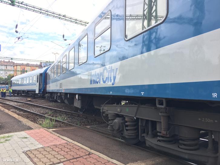 Kisiklott vonat a Déli pályaudvaron hétfő délután