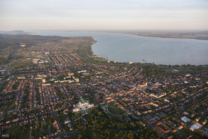 Keszthely és a Balaton nyugati medencéje