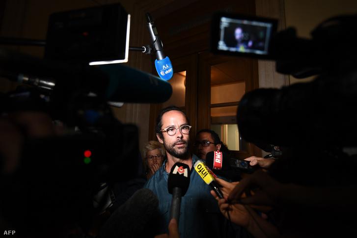 Cédric Herrou nyilatkozik a sajtónak az ítélethirdetés után.