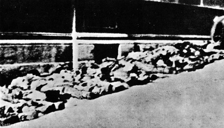 Meggyilkolt német katonák 1944-ben Rómában, a Via Rasellán