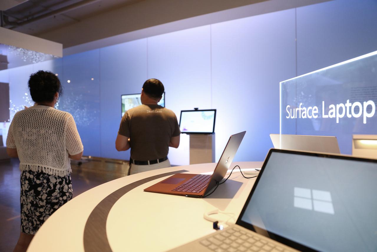 A látogatóközpontban a látogatók kipróbálhatják a cég aktuális újdonságait.