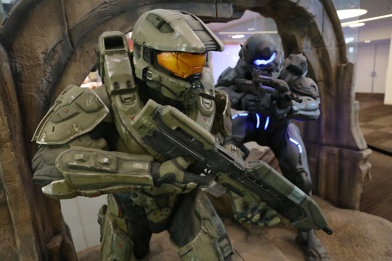 A Halo című xboxos játéksorozat a Microsoft konzoljának egyik fő húzócíme, nem csoda, hogy szobrot emeltek neki a látogatóközpontban.