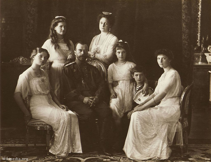II. Milkós cár családja körében 1913-ben.