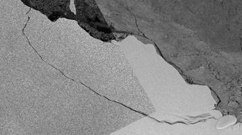 Öt kilométerre jutott, megakadt az Antarktiszról leszakadt hatalmas jégtömb