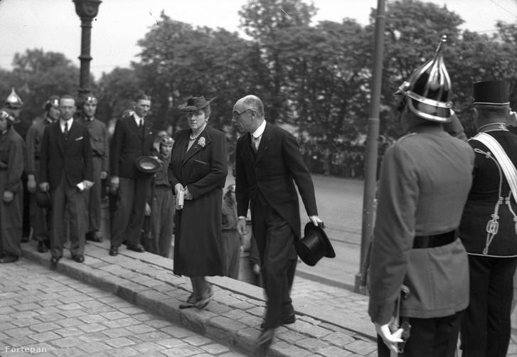 Teleki Pál érkezik Horthy István esküvőjére 1940-ben.